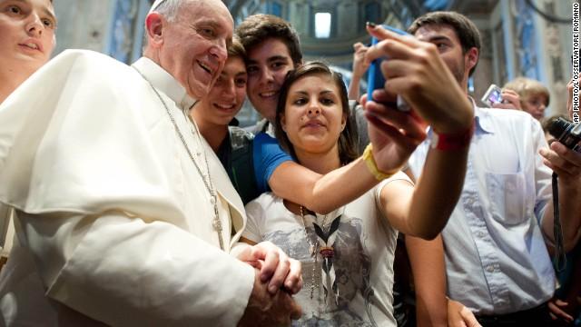 130830111300-pope-selfie-story-top